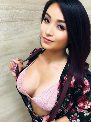 Free Asian girls selfie pics