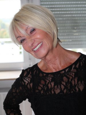 Mature grannie free clips This chick
