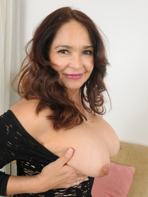 hot and sexy mature female