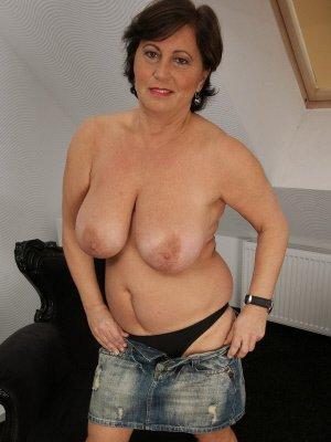 nipple suckers, hastings mature women seeks men for nipple play