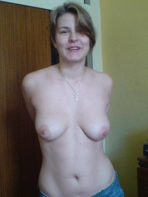 Tara7, 23 from West Sussex | XXX Sex Contacts