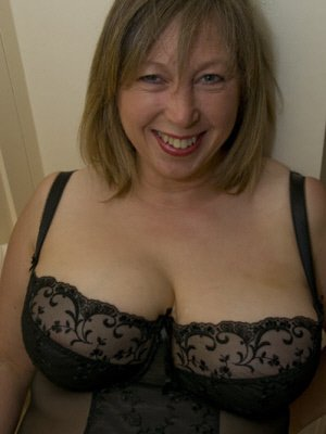Ukquickies Sms Text Mature Sex Contacts Uk Find A