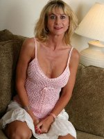 Sexy MILF wants to hear from men for sex text, fantasy roleplay and no strings adult fun