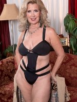 Hot and horny mature MILF and granny wants sex text, no strings adult fun and fantasy roleplay
