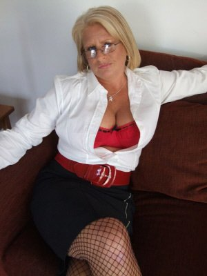 Ruth57, 57 from Buckinghamshire | XXX Sex Contacts