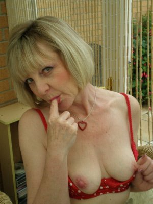 Jan58, 58 from Bedfordshire | XXX Sex Contacts