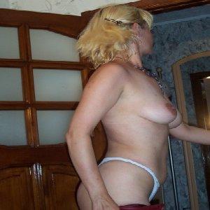 moms spreading pics nude
