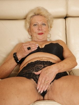 Gloria76, 76 from Hertfordshire | XXX Sex Contacts