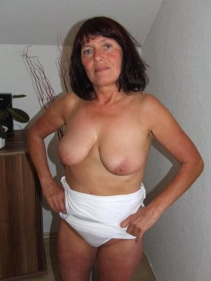 Ann54, 54 from Bedfordshire | XXX Sex Contacts