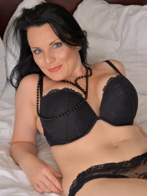 Holly48, 48 from Buckinghamshire | XXX Sex Contacts