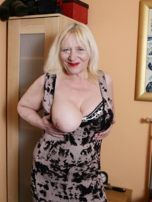 Lilian, 68 from Wiltshire | XXX Sex Contacts