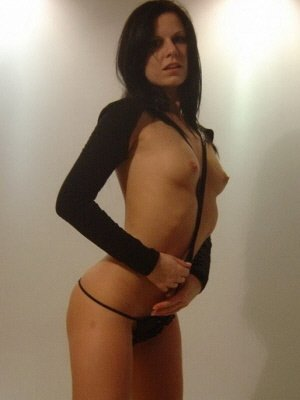 Charly, 27 from West Yorkshire | XXX Sex Contacts