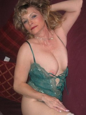 Joan, 63 from Fife | XXX Sex Contacts
